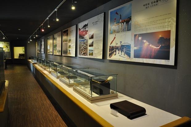 유물이 전시되어있는 전시관 내부