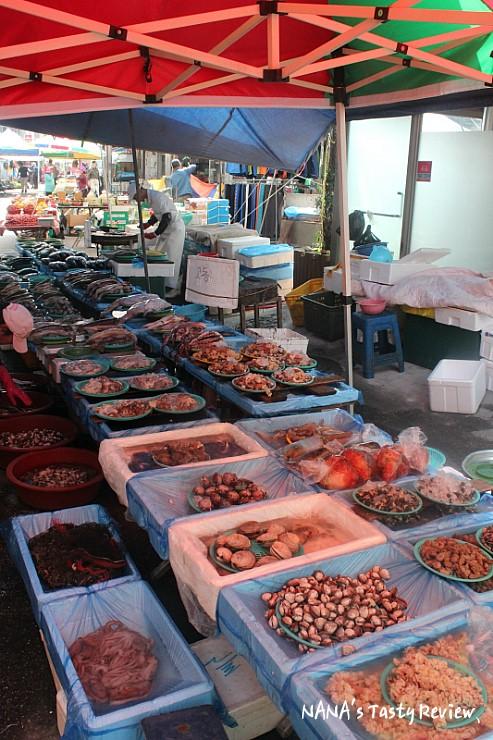해산물을 파는 모습