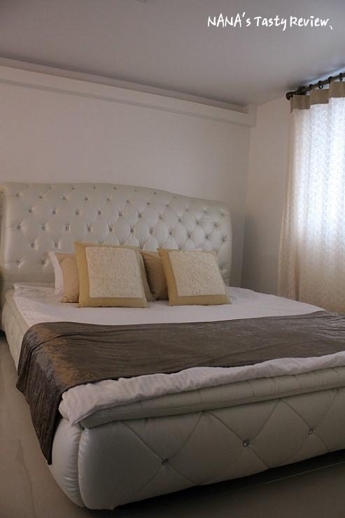 정리된 침대