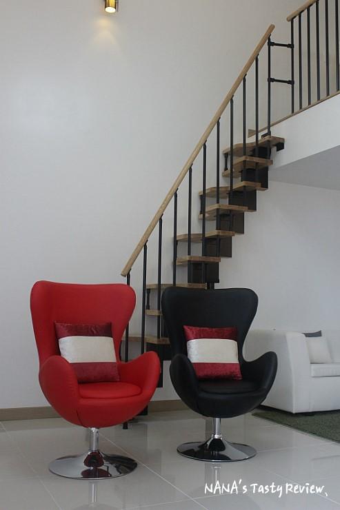 복층으로 된 거실의 계단