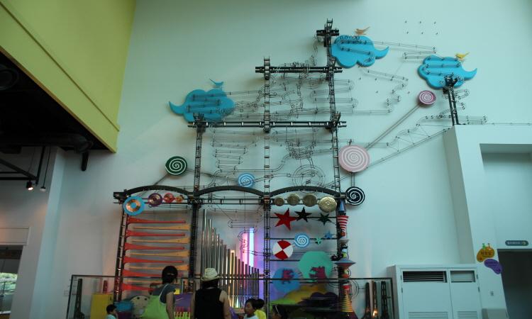 박물관 내에 설치된 조형물의 모습