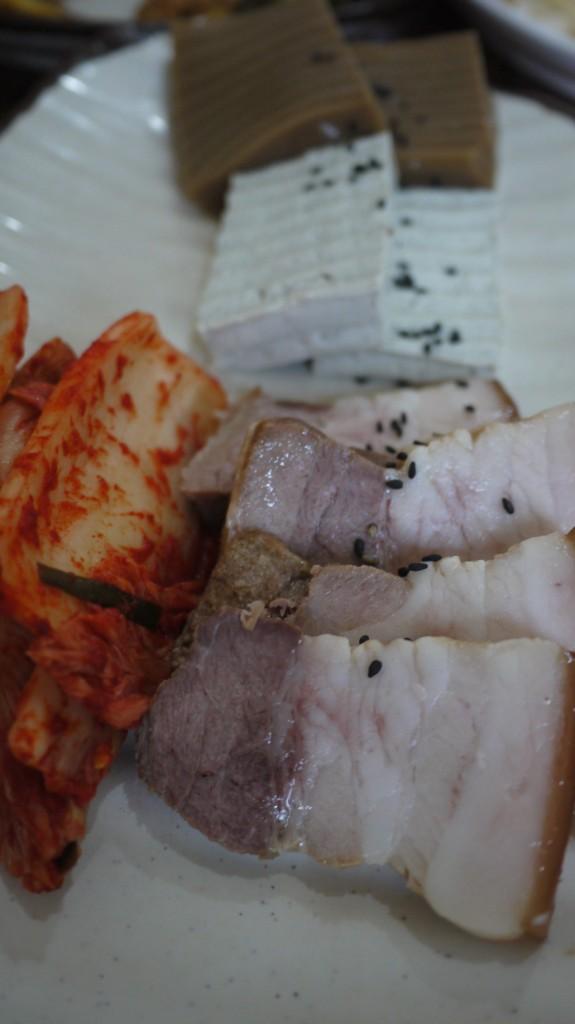 수육과 두부김치 그리고 도토리묵