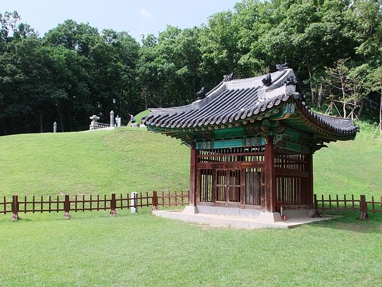 경순왕릉 신도비를 모셔놓은 사당