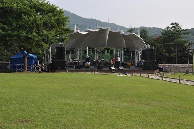 야외조각공원 공연장의 모습