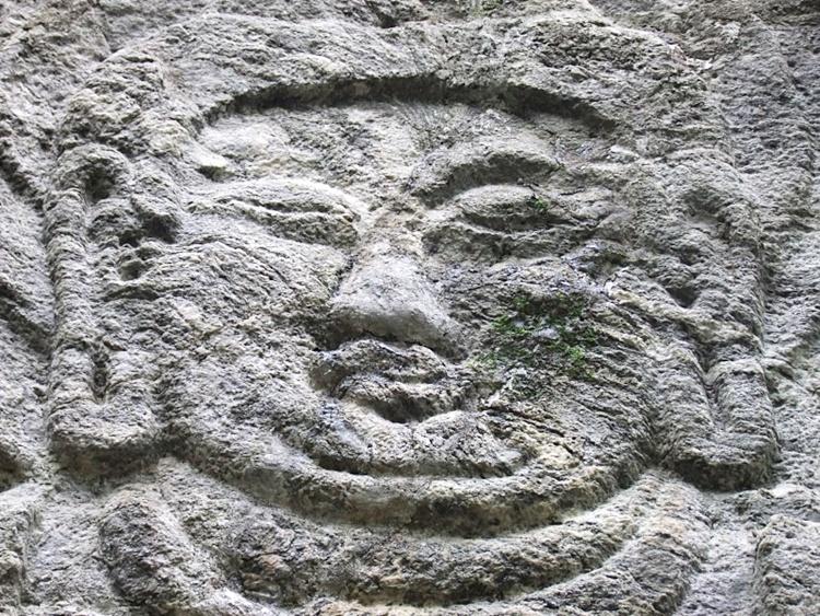 마야여래입상 얼굴의 모습