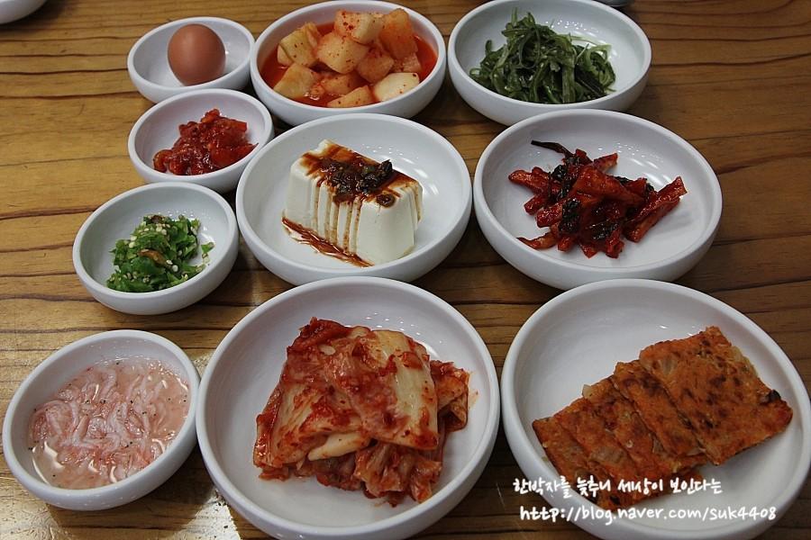 김치,깍두기,새우젓등 다양한 기본 반찬들