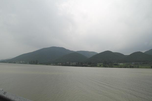 산과 북한강의 모습