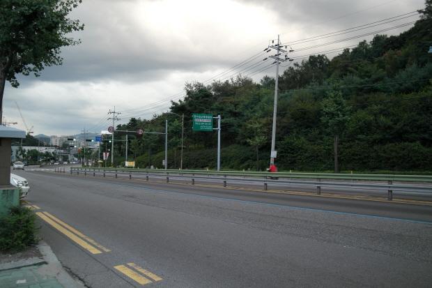 구리로 향하는 내리막 도로