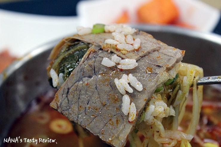 큼지막한 소고기가 들어가 있는 안성국밥