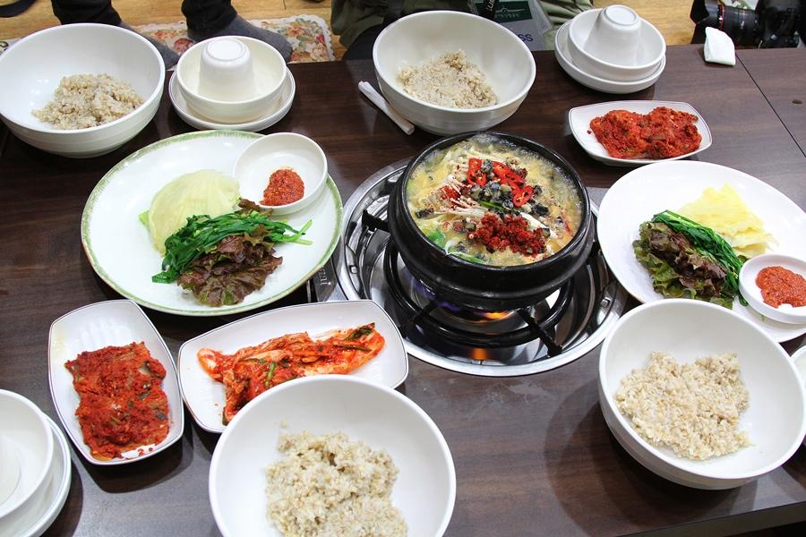 된장 우거지 보리밥 상차림의 모습