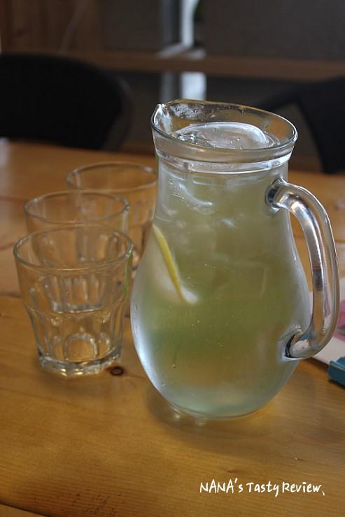 소주잔과 시원한 레몬스의 모습