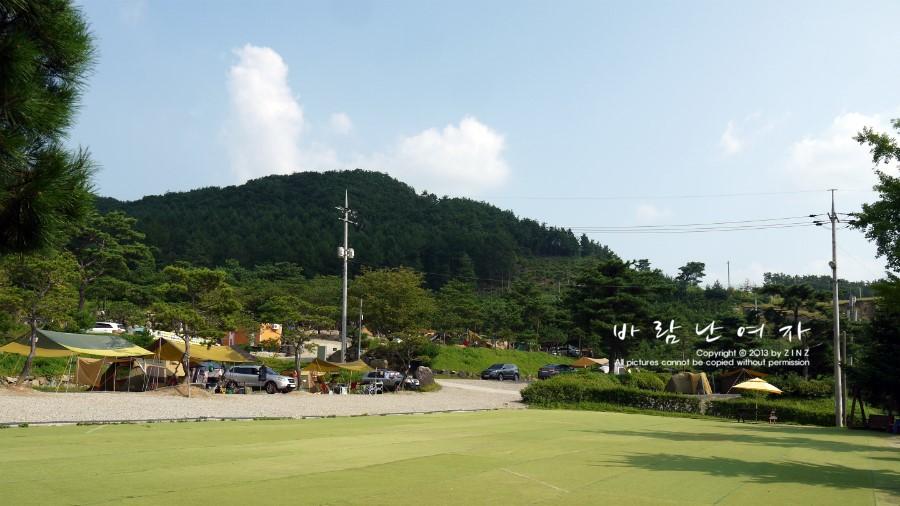 탁 트인 잔디축구장