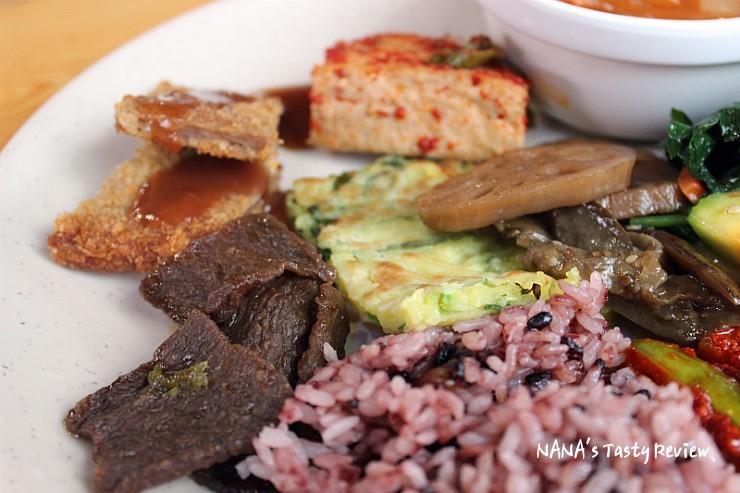 콩고기를 비롯한 다양한 음식들