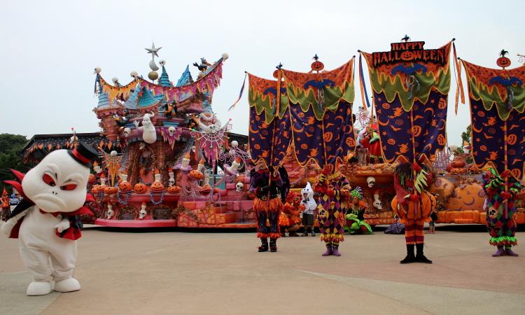 할로윈파티의 퍼레이드 모습