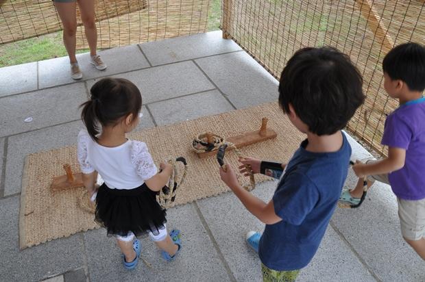 전통놀이를 하는 아이들의 모습