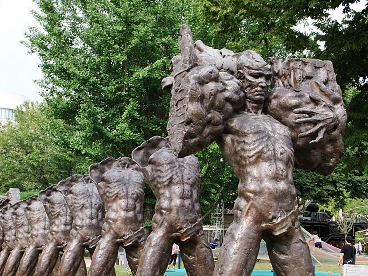 조각공원에 전시 된 조각들