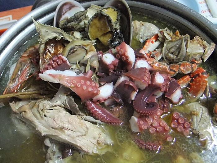 먹기 좋게 잘린 해산물들