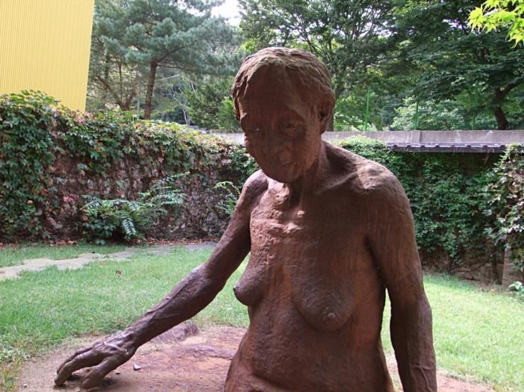 임상옥님의 할머니를 조각으로 만든 작품