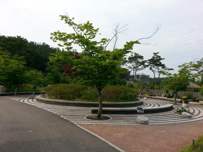 황학산 수목원 나이테광장