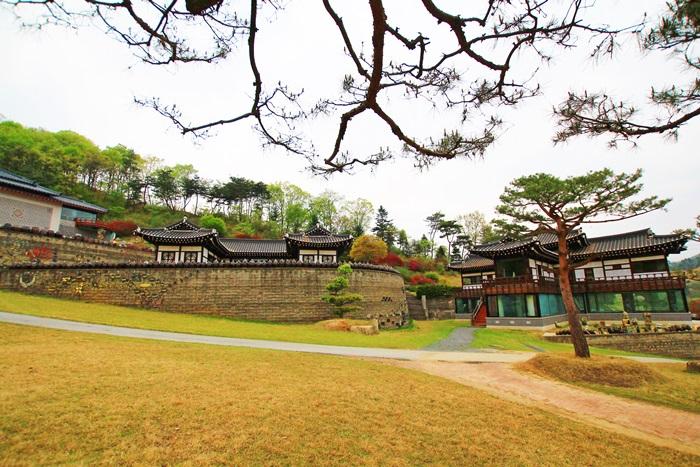 옹기동산 청학 박물관 전경