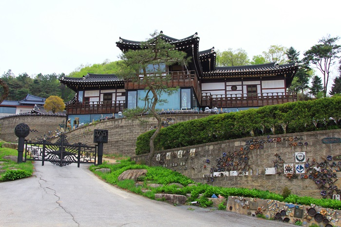 옹기동산 청학박물관 입구 전경