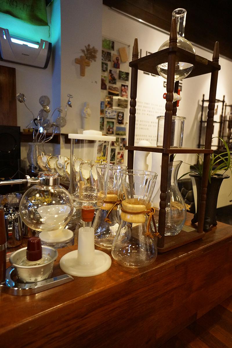 카페 갤러리아에 비치된 커피기구들의 모습