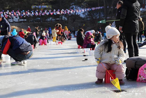 시간이 지날수록 더욱 많아지는 빙어축제 참가자들