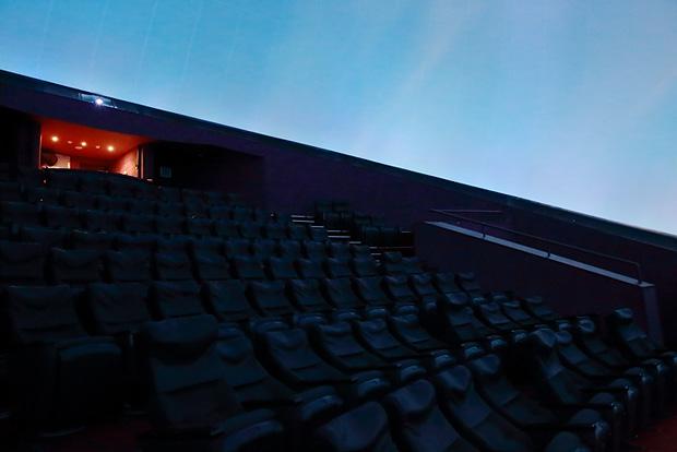 플라네타리움 돔형 스크린 내부