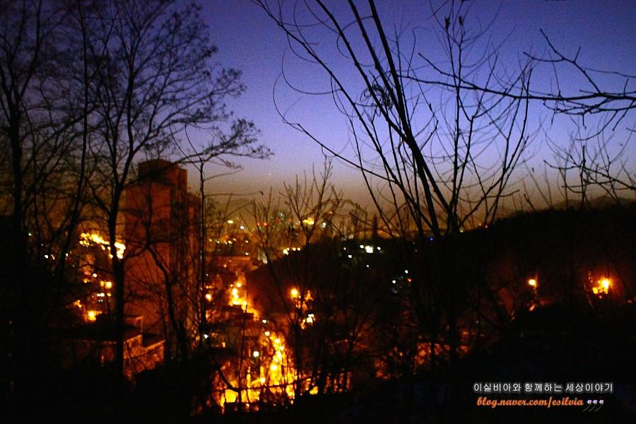 어둠에 잠든 도시의 새벽
