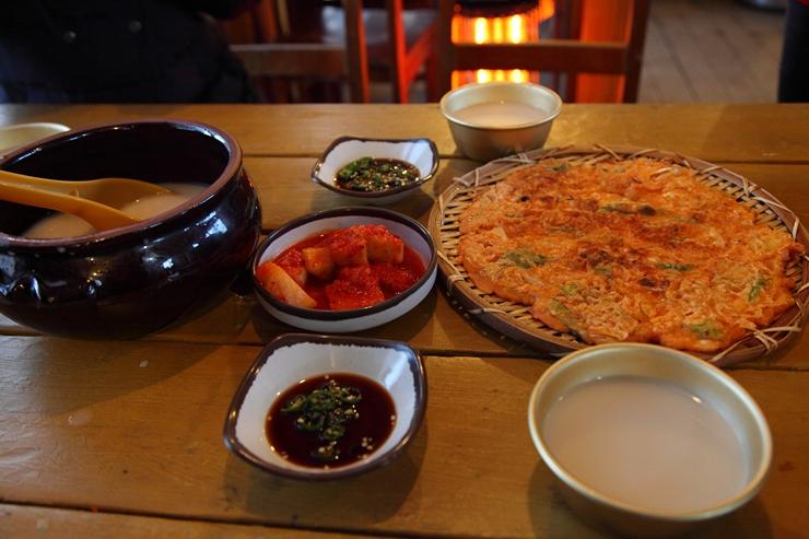 국밥집 김치전과 막걸리