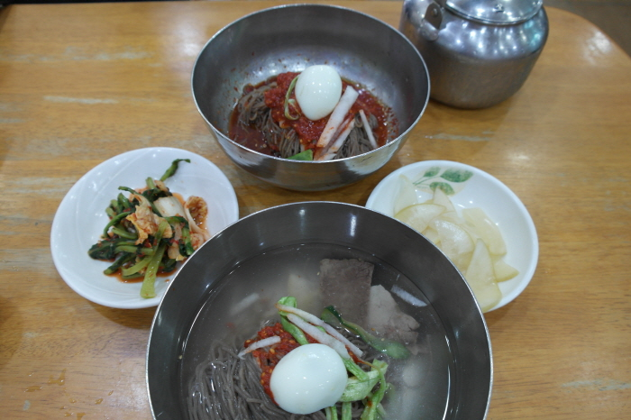 물냉면과 비빔냉면
