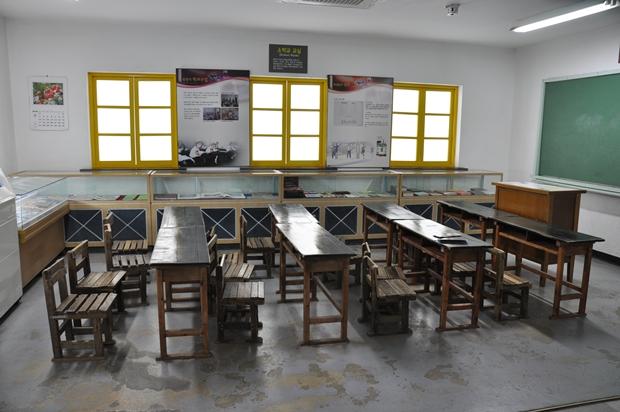 북한 소학교 교실