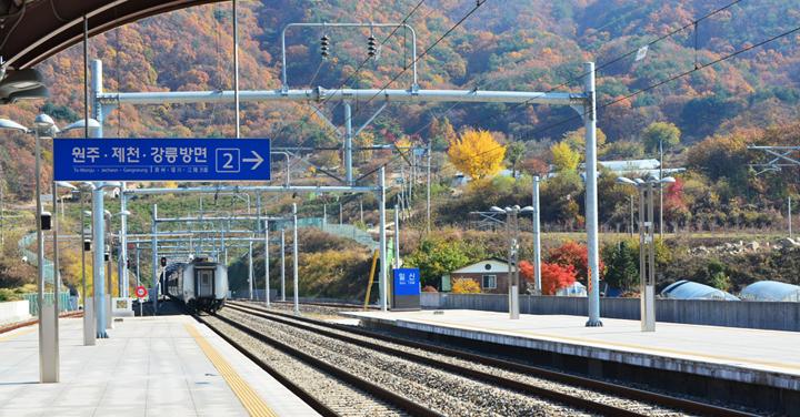일신역을 출발하는 열차