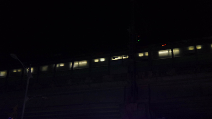 보산역을 출발하는 전철