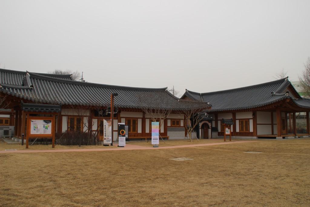 v파장동,유숙자정조수,행궁동대안공간,애기똥풀,담소락 040