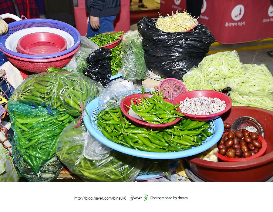 시장에서 판매하는 야채들