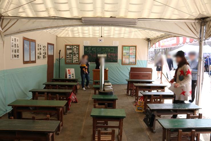 옛날 교실의 모형 건물