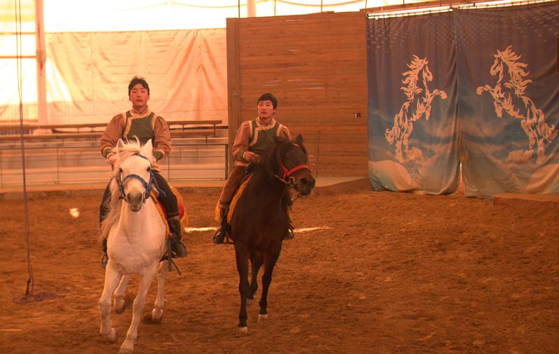 말을 타는 사람들