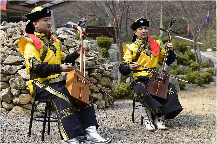공연을하는 연주자들