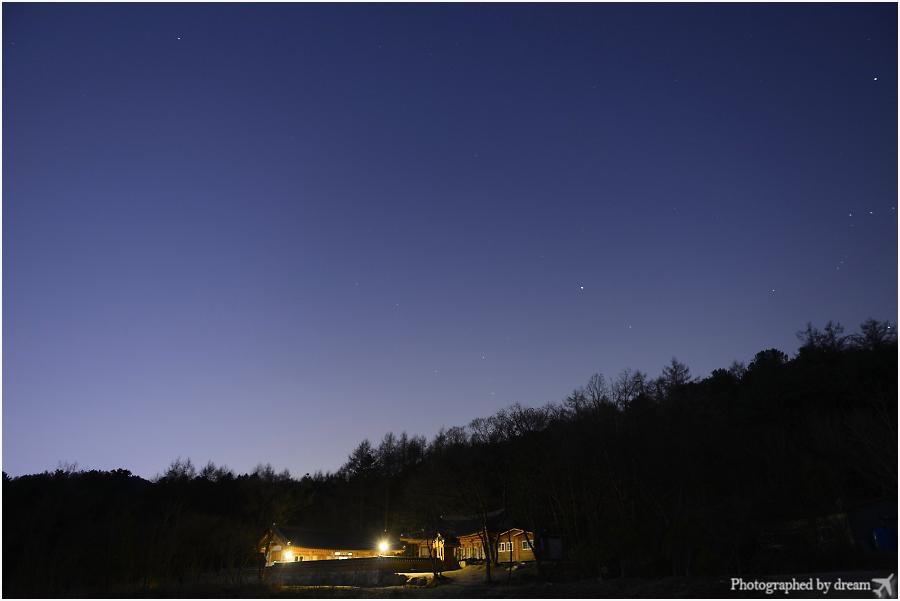 산사의 밤 사진