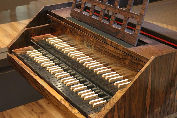 건반악기 하프시코드의 모습