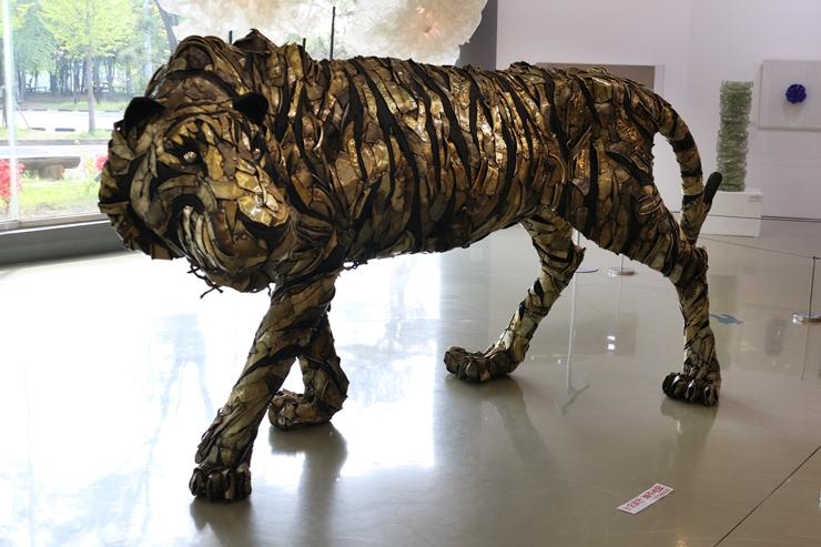 철로 만든 호랑이 작품