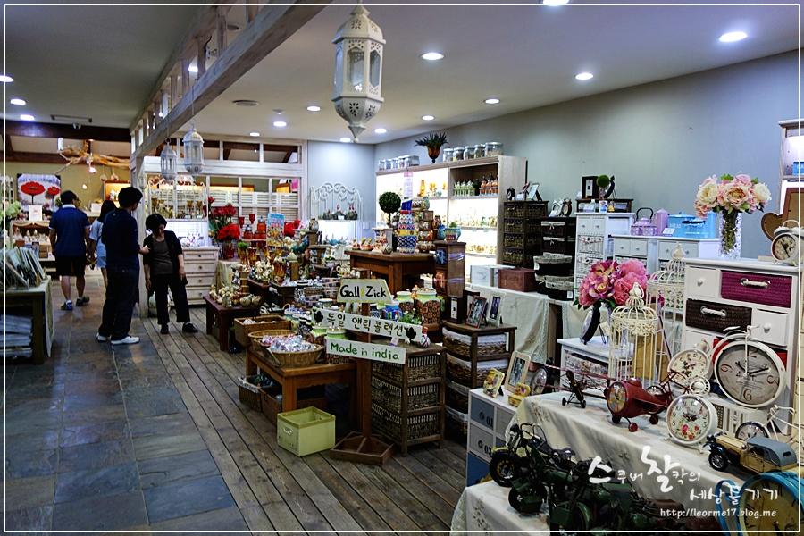 기념품 판매점 내부
