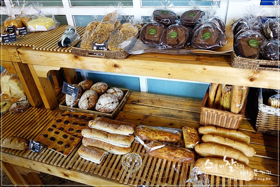 빵집에서 파는 빵들