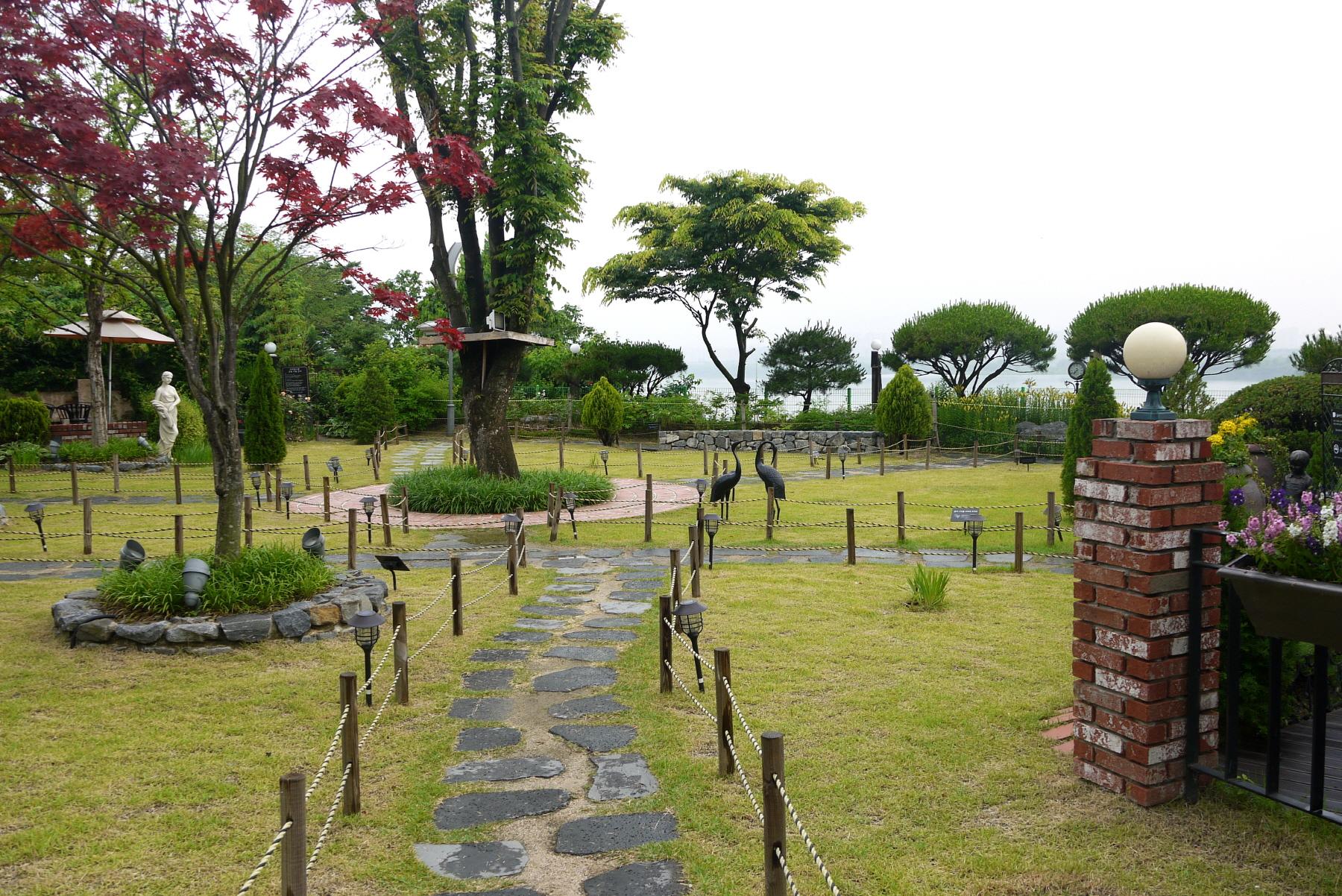 야외 정원 모습