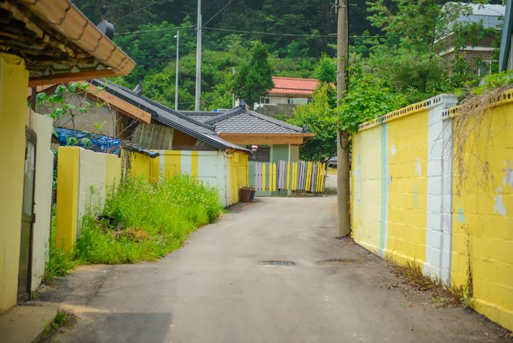벽화가 그려진 벽들