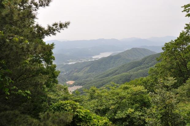 홍보관에서 바라본 산