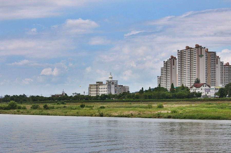 강변 풍경
