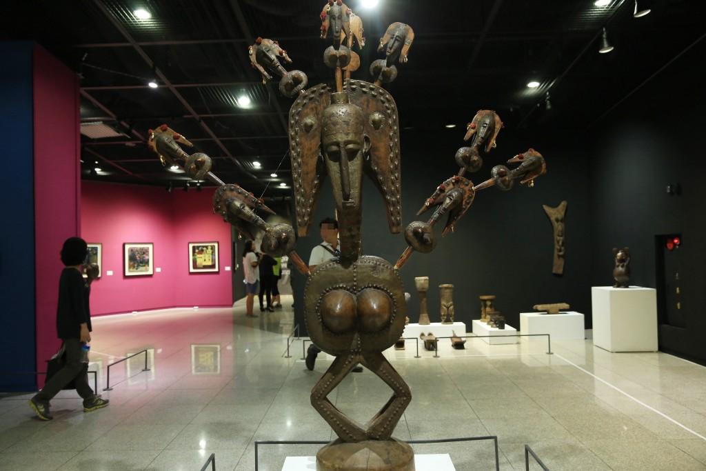 아프리카인의 조각품