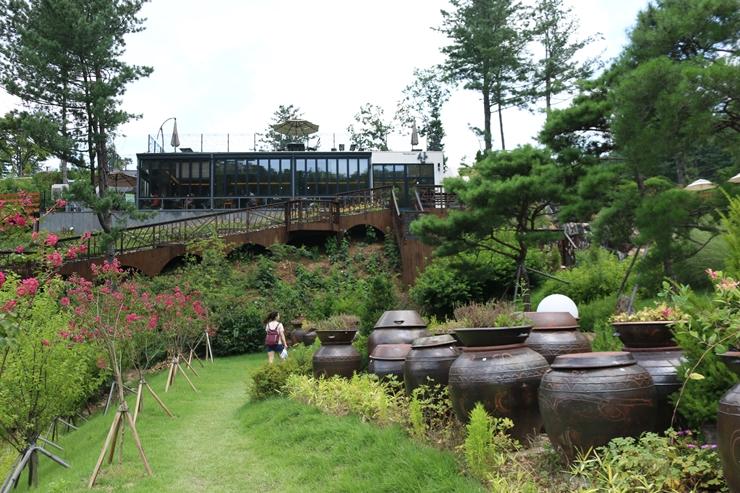 장독대가 있는 산의 정원들